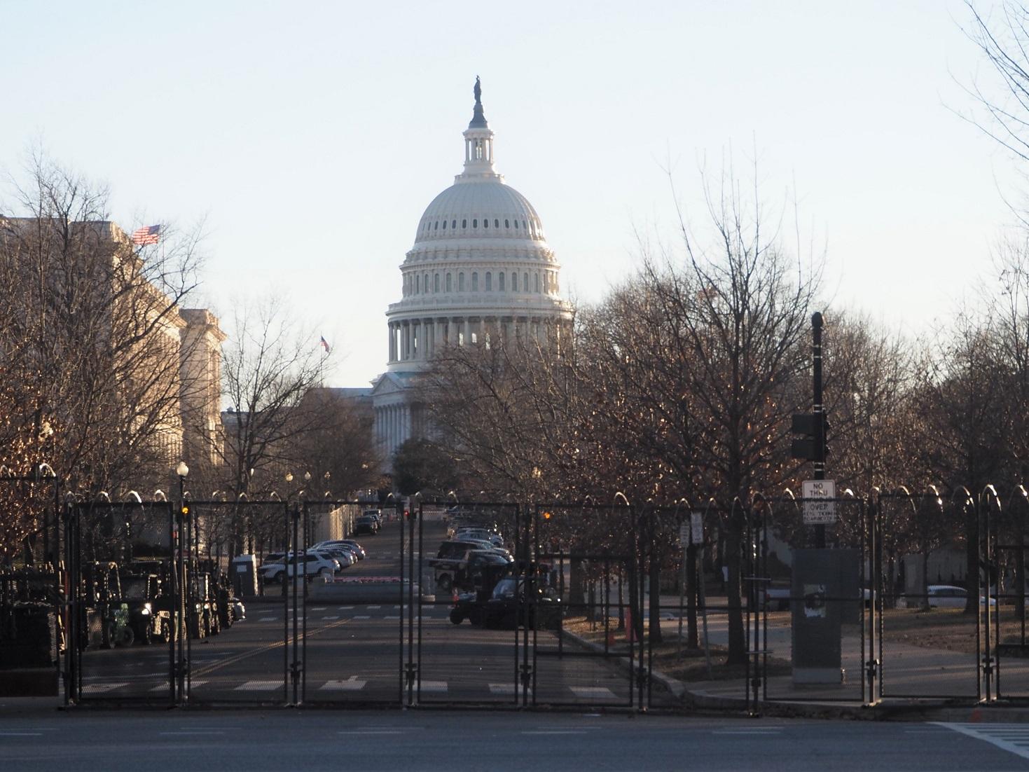 △ユニオン駅近くから撮った連邦議会議事堂=ワシントンで筆者撮影